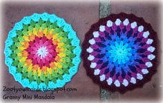 ** Granny Mini Mandala ** With Special Thanks to a Free Pattern by Zooty Owl. ☆Thank You So Much For Sharing☆ Crochet Mandala Pattern, Crochet Circles, Crochet Round, Crochet Squares, Crochet Home, Crochet Granny, Crochet Yarn, Crochet Stitches, Crochet Patterns