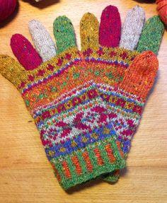 Lek med farger og mønster / playing with colors and patterns -vanter /mittens i Rowan Fine Tweed .
