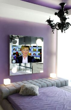 Telewizor w sypialni umieszczony w lustrze. Po wyłączeniu ekran telewizora jest niewidoczny. #aranzacjaSypialni #telewizorWsypialni