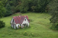 Abandoned house in the Smokey Mountains, NC.  Another one I could so live in!