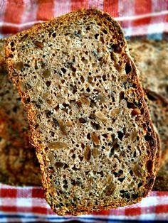 Chleb żytni na zakwasie ze słonecznikiem i siemieniem lniamym Sourdough ryebread with sunflower seeds and flax seeds, for English scroll ...