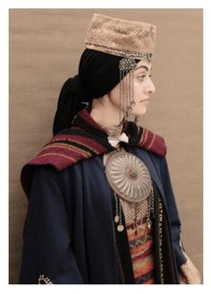 Taraz traditional clothing of Armenians Traditional Fashion, Traditional Dresses, Folklore, Costume Ethnique, Armenian Culture, Ethno Style, Costumes Around The World, Estilo Hippie, Beauty And Fashion