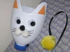 Bottle Cat- Resultados de la Búsqueda de imágenes de Google de http://beauty-video-tutorial.com/img/36/362/Manualidades_de_reciclaje_Como_hacer_un_gato_apara_bolas.jpg