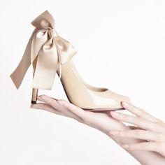 maylaclassicジュムウパンプスハイヒールリボンぱんぷすエナメルレディース靴ラウンドトゥクリスチャンルブタン美脚パンプスパーティパーティーリボンヒール10cm25.5cm黒赤