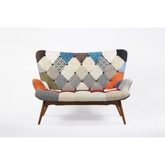 Idea: reupholster vintage chaise in patchwork style. Patchwork Sofa, Hexagon Patchwork, Hand Painted Furniture, Unique Furniture, Furniture Design, Wood Frame Couch, Scandinavian Fabric, Old Sofa, Comfortable Living Rooms
