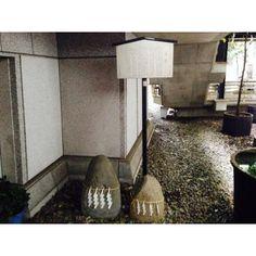 『築土神社に置かれている』by てくてくさん - 築土神社 力石のクチコミ