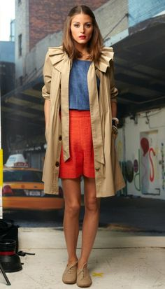 Color Blocking. And the Trench Coat is to die for, too !!