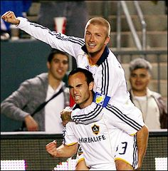 I know MLS isn't quite there yet but gotta rep LA! Landon Donovan and David Beckham - LA Galaxy game Us Soccer, Soccer Stars, Football Players, Fifa Football, Watch Football, David Beckham La Galaxy, Landon Donovan, Major League Soccer, World Of Sports