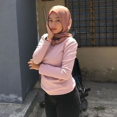Hijabi Girl, Girl Hijab, Hijab Jeans, Hijab Fashion, Fashion Outfits, Indonesian Girls, Beautiful Hijab, People Like, Videos