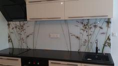 oslikano dekor kaljeno staklo za kuhinje- not this design but rather the idea of glass instead of tile****