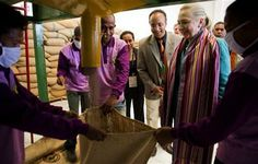 U.S. Secretary of State Hillary Rodham Clinton, 2nd right, watches coffee beans come out of a sorter during a tour of the Timor Coffee Cooperative in Dili, East Timor Thursday, Sept. 6, 2012. (AP Photo/Jim Watson, Pool) ▼6Sep2012AP|Clinton in East Timor on democracy push http://bigstory.ap.org/article/clinton-east-timor-democracy-push #Dili #East_Timor #Timor_Lorosae #Hillary_Clinton