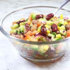 Nyttig, mättande och proteinrik bönsallad! Passar bra till kyckling, lax, kött eller till lunch som den är.