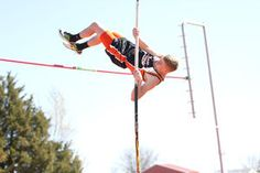 Elfeldt on track: Sophomore wins pole vault at Grant