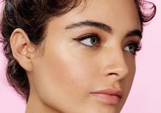 Dress up your everyday eye makeup with these party-ready clean eyeliner ideas. Eyeliner Ideas, Simple Eyeliner, Eyeliner Looks, Everyday Eye Makeup, Bold Lipstick, Green Makeup, Shimmer Eyeshadow, Eye Tutorial, Volume Mascara