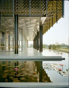 Office building in suburban Detroit. Designed by Minoru Yamasaki. Photographer: Balthazar Korab. Courtesy of the Library of Congress.