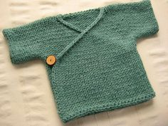 Baby kimono knit from Lion Brand Wool-Ease yarn. Knitting For Kids, Baby Knitting Patterns, Baby Patterns, Easy Knitting, Gilet Kimono, Crochet Baby, Knit Crochet, Crochet Chain, Tricot Baby