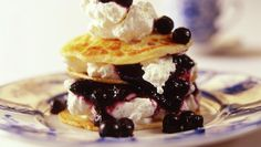 Norwegian 'Lapper' or thick lefse (small pancakes) with blueberries and cream Crepes And Waffles, Griddle Cakes, Norwegian Food, Crepe Cake, Mille Crepe, Pudding Desserts, Blueberry, Cooking Recipes, Treats