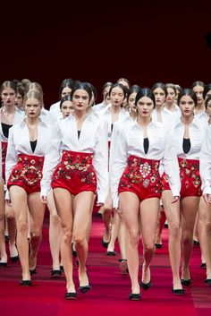 Kendall Jenner leads the model pack at the Dolce & Gabbana spring 2015 finale