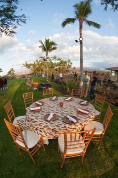 Lava Lava Beach Club - Hawaii Venues - Rustic chic outdoor beach wedding reception