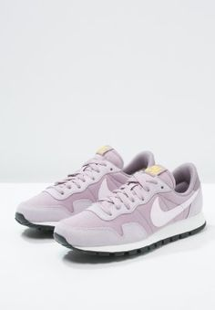 Ein Sneaker mit absolutem Kult-Potenzial. Nike Sportswear AIR PEGASUS '83 - Sneaker low - plum fog/bleached lilac/purple smoke für 84,95 € (05.02.16) versandkostenfrei bei Zalando bestellen.