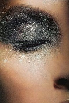 love the sparkles and it looks uber cute but I could never pull off something so extravagant
