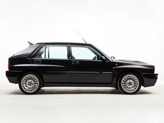 Lancia Delta HF Integrale 16v Evoluzione II (1992)  – Presented in June 1993, the second Evolution version of the Delta HF Integrale featured an updated version of the 2-litre 16-valve turbo engine to produce more power. The engine developed 215 PS (158 kW) DIN (against 210 PS on the earlier uncatalysed version) and maximum torque of 32 kgf·m (314 N·m) (formerly 31 kgf·m or 300 N·m).