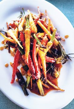 Sorghum-Glazed Baby Carrots - Try sorghum syrup in place of honey to make these simple glazed carrots. Side Dish Recipes, Veggie Recipes, Healthy Recipes, Side Dishes, Fall Recipes, Cooking Recipes, Glazed Baby Carrots, Roasted Carrots, Roasted Chicken