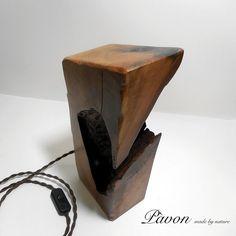 Lampada fatta a mano in legno di pero. N. 008