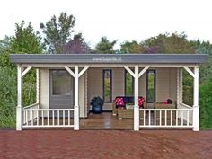 Lugarde Log Cabin with a veranda to enjoy relaxing moments on summer days. Backyard Studio, Backyard Bar, Backyard Patio Designs, Backyard Projects, Terrace Floor, Gazebo Plans, Pallet Patio Furniture, Pump House, Outdoor Living Rooms