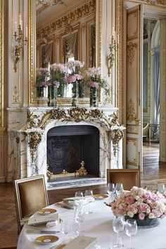Our luxury Shangri-La Hotel, Paris, Paris provides comfortably appointed rooms, suites and restaurants as well as excellent amenities. Best Home Interior Design, French Interior, Classic Interior, Hotel Paris, Paris Hotels, Beautiful Hotels, Beautiful Interiors, Decoration Baroque, Grande Hotel
