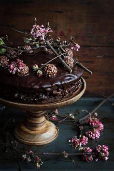 Wedding Cakes / Decadent Chocolate (instagram @the_lane)