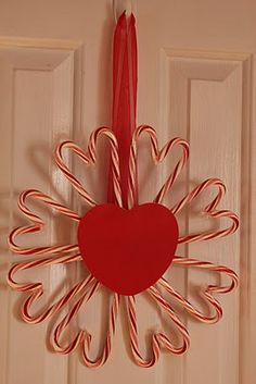 our life in a click: {Getting Crafty} Candy Cane Valentine's Wreath (cheap now after Christmas) Valentine Day Wreaths, Valentine Crafts, Holiday Crafts, Holiday Fun, Valentine Party, Saint Valentine, Valentine Ideas, Family Holiday, Holiday Ideas