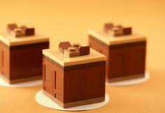 Lego mini cake Lego Train Tracks, Lego Trains, Lego Food, Lego Furniture, Cool Lego, Awesome Lego, Diy Perler Beads, Coffee Cream, Lego Worlds