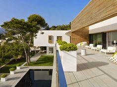 Desain Exterior Teras Rumah Dengan Batu Alam