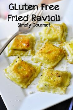 If you love cheese and pasta, this gluten free cheese-filled ravioli recipe is definitely worth trying. Gluten Free Recipes For Dinner, Gluten Free Breakfasts, Foods With Gluten, Gluten Free Cooking, Dairy Free Recipes, Wheat Free Recipes, Gf Recipes, Lunch Recipes, Gourmet Recipes
