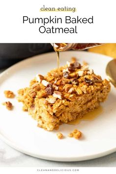 This pumpkin baked oatmeal is the most delicious autumn breakfast. Made with oats, pumpkin, maple syrup, pumpkin pie spice and cinnamon. It's simple, nutritious, and gluten-free. Healthy Breakfast Recipes, Brunch Recipes, Fall Recipes, Healthy Recipes, Healthy Food, Baked Banana, Baked Oatmeal, Clean And Delicious, Delicious Recipes