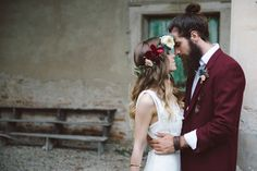 We think you guys are going to go crazy for this cool wedding inspiration shoot with rich hues, luxe blooms, and indie style, by Margherita Calati Photography, Il Giorno che Vorrei Wedding Planning.