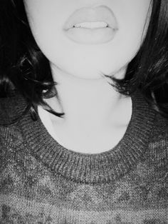 Big lips and grunge sweater