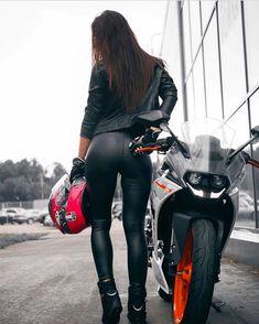 Related posts:tattooed girl on a motorcyclesuper helmetgirl in bikini near bike