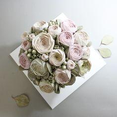 """blossom peony cake "" 요즘 케이크 까지  핑크 핑크빛  동글동글 러블리핑크 작약에 유칼립 두가지만 있어도 완벽해욥  #flowercake#flower#cake#baking#buttercream#theflowercompany#instacake#cakeicing#blossom#bouqet#peony#anemone#플라워케이크#플라워케익#플라워레슨#케익#케익스타그램#꽃스타그램#부케#블러썸#아네모네#하노이#작약#hydrangea#수국#wilton#윌튼#wiltoncake"