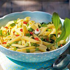 Bärlauch-Nudelsalat mit Frühlingszwiebeln Rezept   Küchengötter