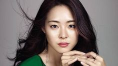 Lee Yeon Hee proves she doesn't need much makeup to look good in 'Allure' | http://www.allkpop.com/article/2015/10/lee-yeon-hee-proves-she-doesnt-need-much-makeup-to-look-good-in-allure