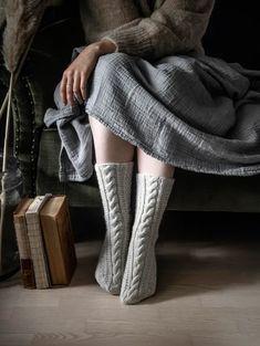 Neulo ihanat Kuuran taikaa -villasukat Knitting Socks, High Socks, Crochet, Diy, Colors, Fashion, Knit Socks, Moda, Thigh High Socks