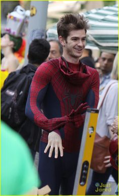Andrew Garfield: Friendly With Young Fans on 'Spider-Man' Set | andrew garfield spiderman young fans 12 - Photo Gallery | Just Jared Jr.