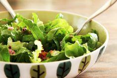 receita Salada de couve crua com manga e molho de limão