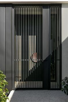 Like this idea as a gate but open to other materials/ styles Grill Gate Design, House Gate Design, Door Gate Design, House Grill Design, Balcony Grill Design, Balcony Railing Design, Modern Entrance Door, Modern Door, Entrance Gates