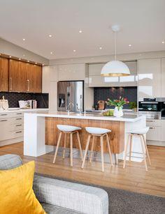 Entdecken Sie, wie Sie eine Küche designer stellte Sie Ihr know-how zu Ihrem eigenen Hause zu schaffen, eine geschickte Raum, die mit durchdachtem design, Lasten der Lagerung und der Mitte des Jahrhunderts vibes Eine moderne Küche Renovierung mit mid cen