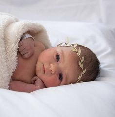 BEIGE Leaf Baby The Charlotte Headband. Beautiful GOLD or BEIGE Leaf Grecian style Baby Crown Headband. Perfect for those milestone pictures. Baby Crown Headband, Baby Turban, Newborn Headbands, Shadow Box Baby, Foto Baby, Baby Arrival, Newborn Pictures, Infant Photos