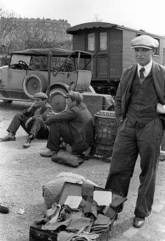 Fred Stein photo, Flea Market, 1936 (please follow minkshmink on pinterest) #carbootsale #fleamarket #thirties