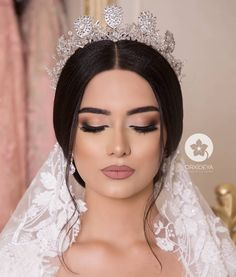 elegant bridal make-up elegant bridal make-up - .- elegant bridal make-up elegant bridal make-up – # bridal makeup # élégante … – bridal hair styles – # bridal hair styles # bridal makeup - Wedding Makeup Tips, Natural Wedding Makeup, Bridal Hair And Makeup, Prom Makeup, Wedding Hair And Makeup, Bridal Beauty, Hair Makeup, Eye Makeup, Natural Look Makeup
